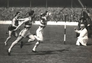 Harry Quinn ahead of Bobby Quinn, 1952